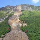 通行禁止になって久しい登山道の痕跡