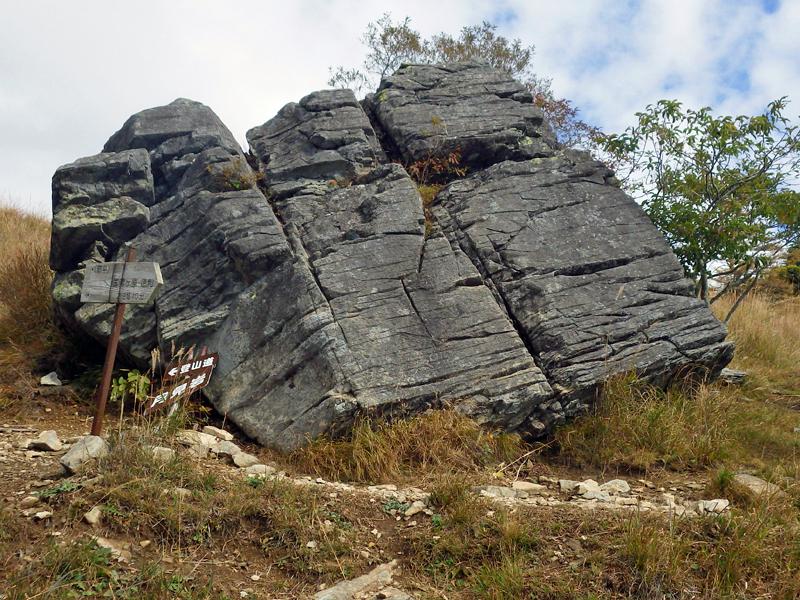 乾徳山・月見岩