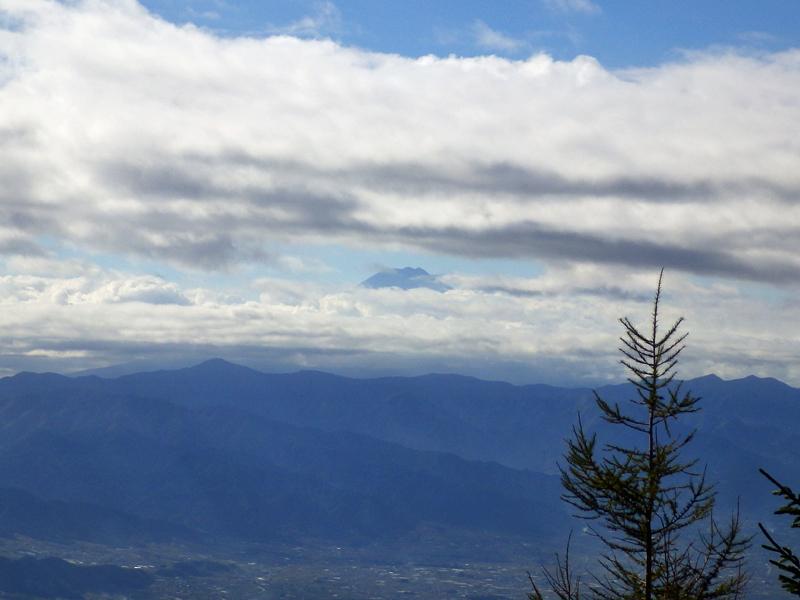 乾徳山・月見岩からみた富士山