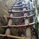 乾徳山・岩場のハシゴ