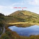 駒の小屋から見た会津駒ヶ岳山頂