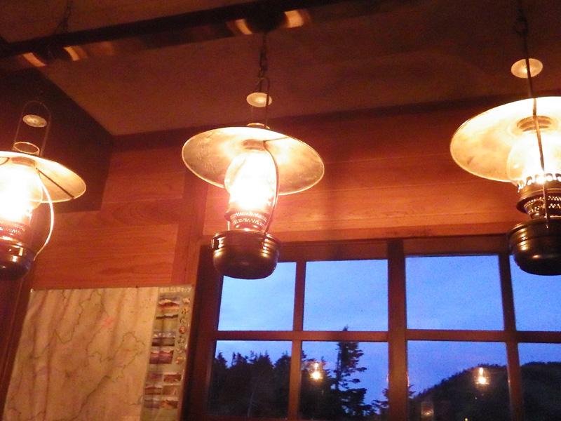 会津駒ヶ岳・駒の小屋のランプ