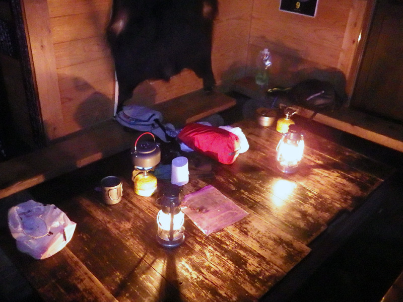 会津駒ヶ岳・駒の小屋の自炊室