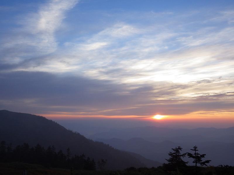 会津駒ヶ岳・駒の小屋から見た2014年9月24日の朝日