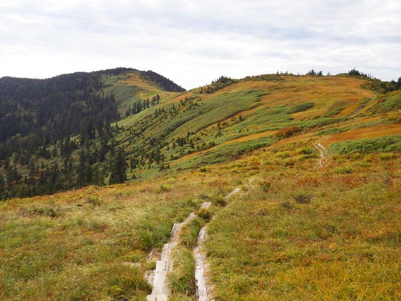 駒の小屋へ続く稜線