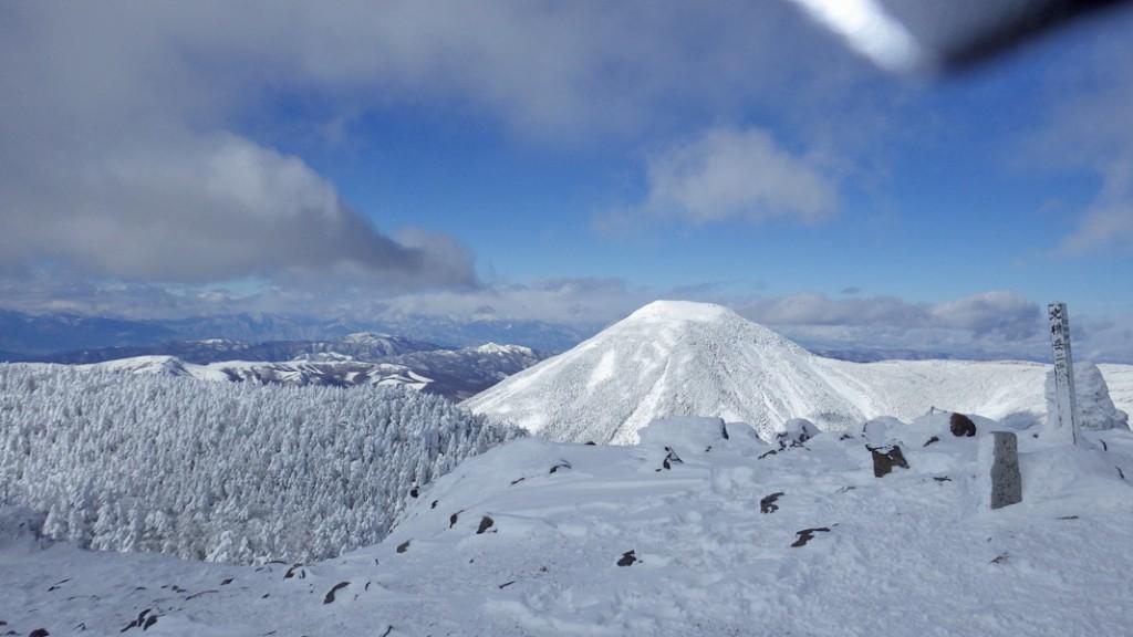 北八ヶ岳・北横岳から見た蓼科山
