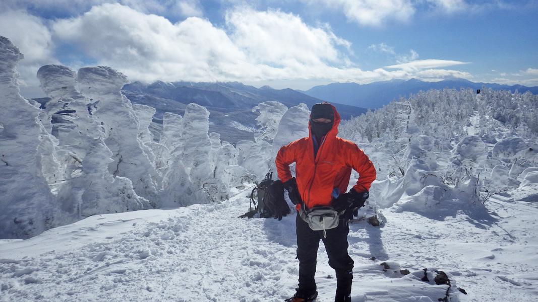 北八ヶ岳・坪庭から見た縞枯山 (2403m)