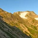 朝陽で金色に染まる五竜岳。