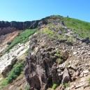 火口横の登山道