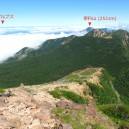 硫黄岳山頂下から見た天狗岳方面