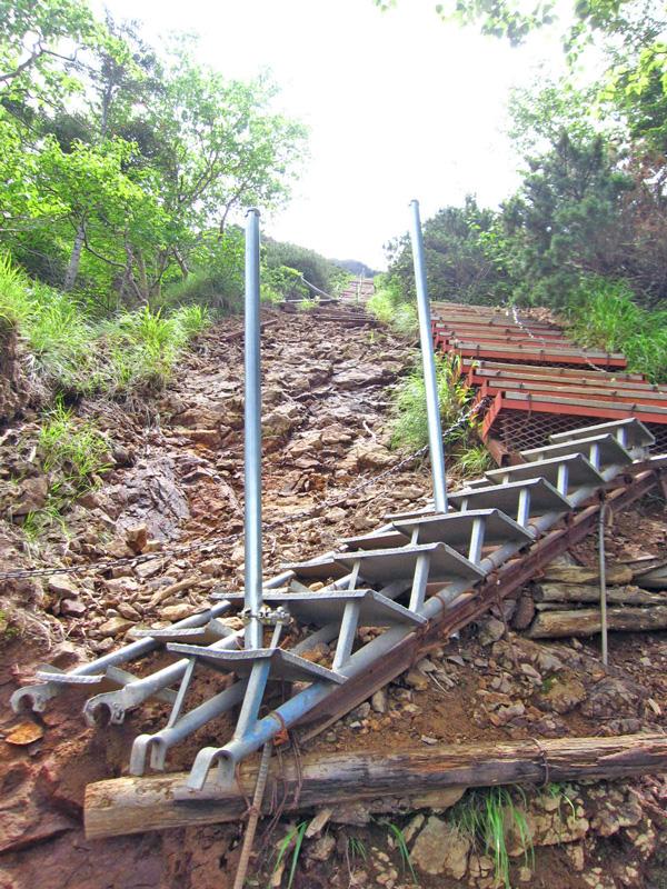 文三郎尾根の階段