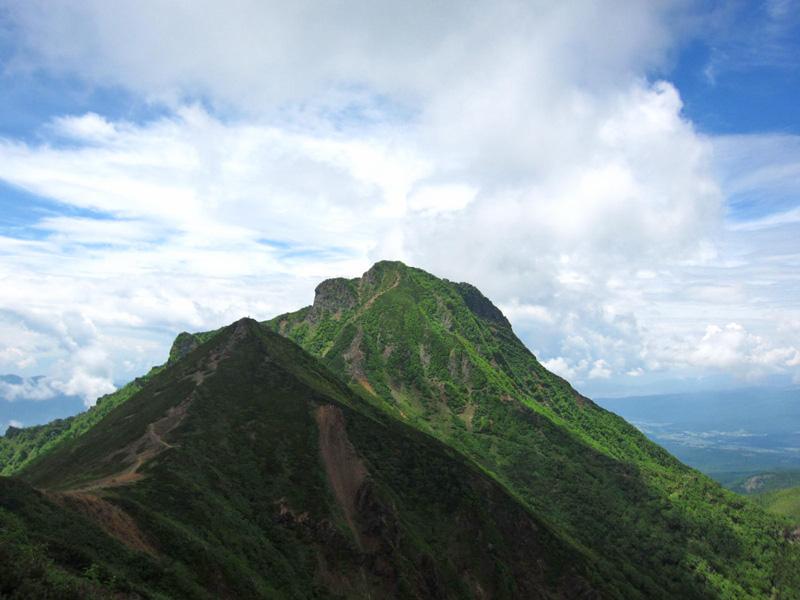 弥陀岳と手前の中岳