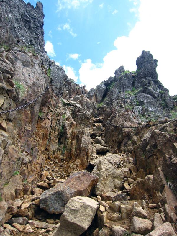 赤岳頂上直下の岩場