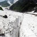 大雪渓のクレバス