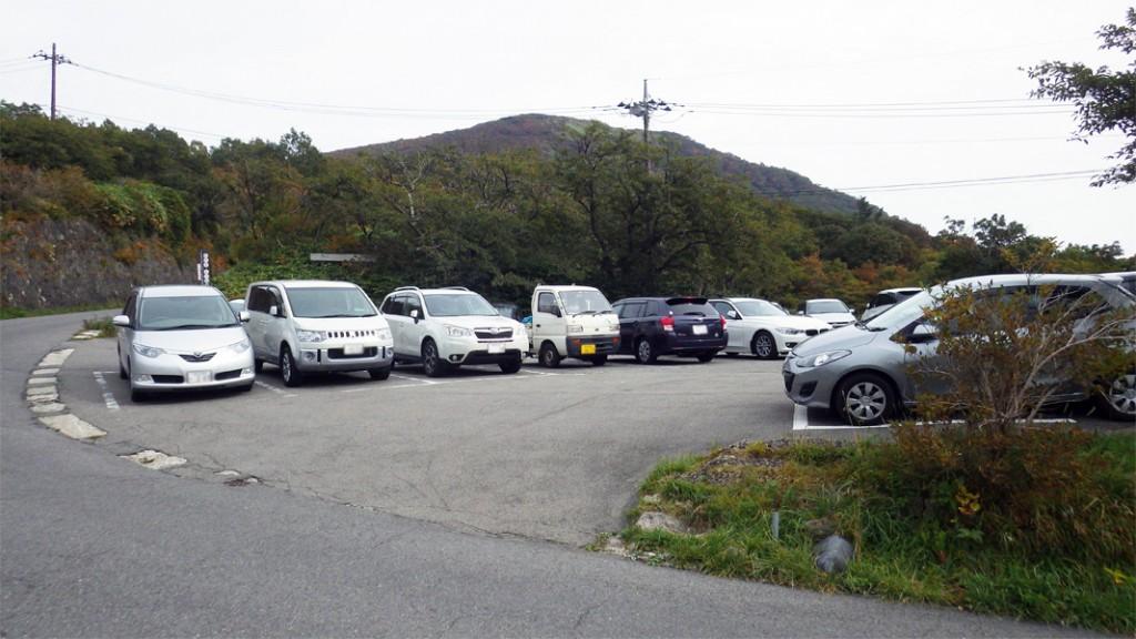 ロープウェイ山麓駅前の駐車場