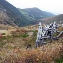 峰の茶屋跡避難小屋上部にある残骸