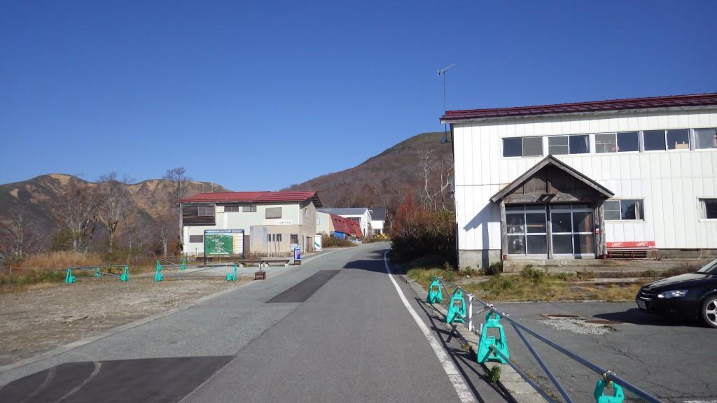 姥沢駐車場から登山口の方へ
