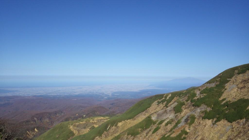 鳥海山が右手に見える