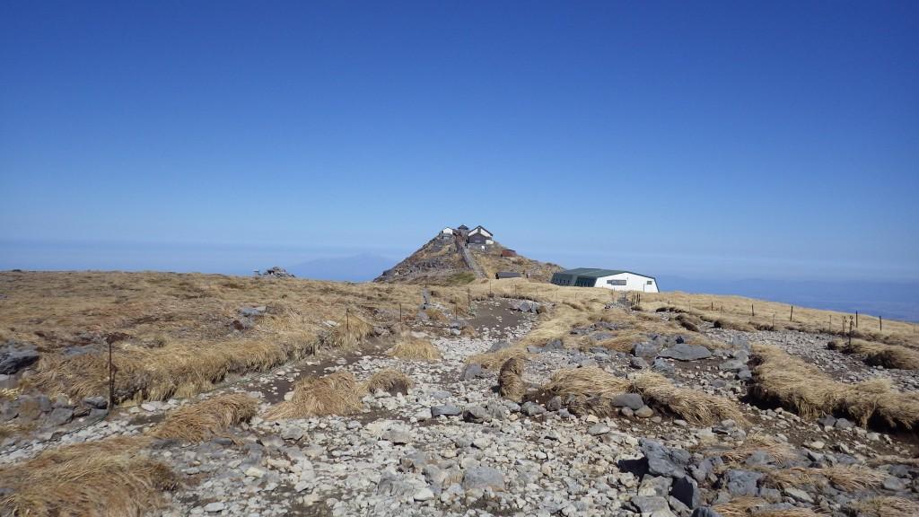 月山神社と月山山頂小屋