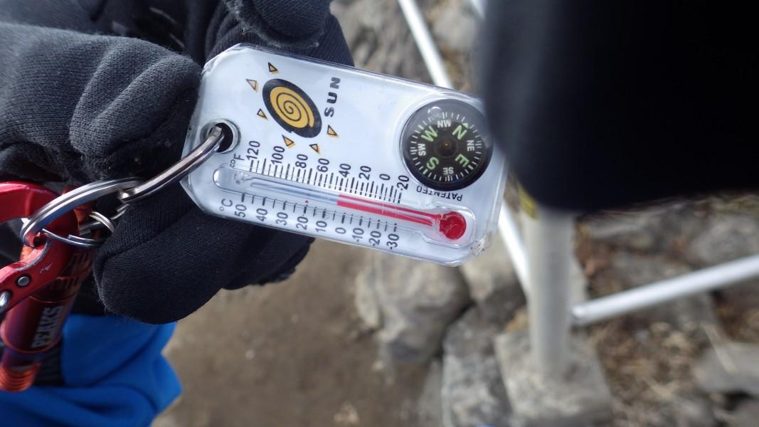 金時山山頂の気温は5℃