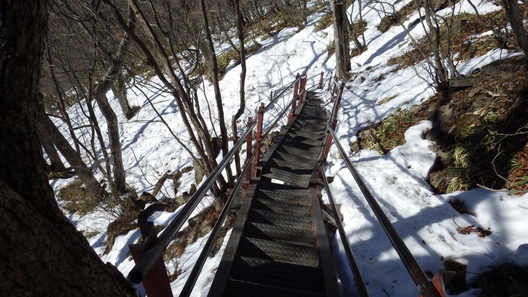 駒ヶ岳登山口への下りの階段