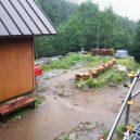 小屋に入った途端土砂降り