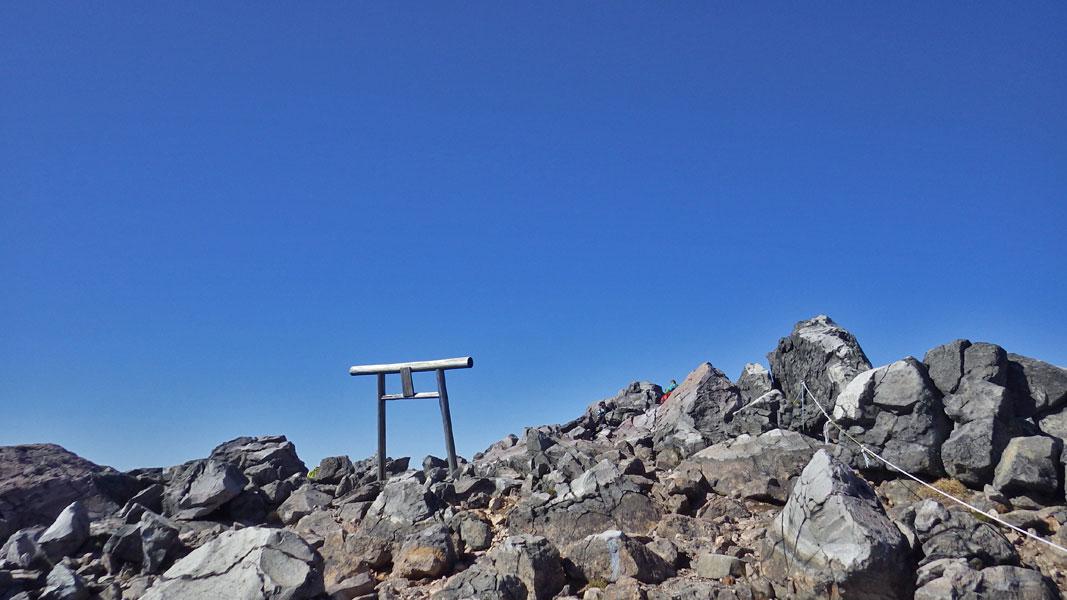 茶臼岳山頂の鳥居