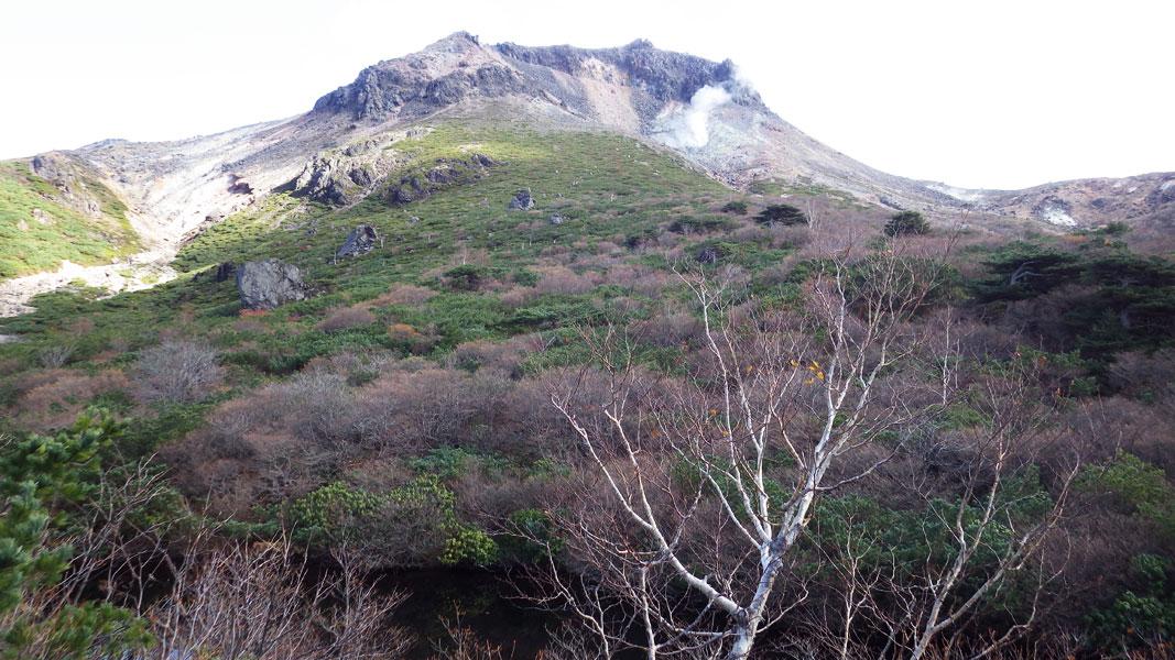 ひょうたん池から見た茶臼岳
