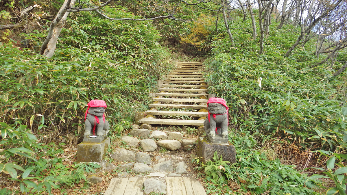 茶臼岳登山口の狛犬