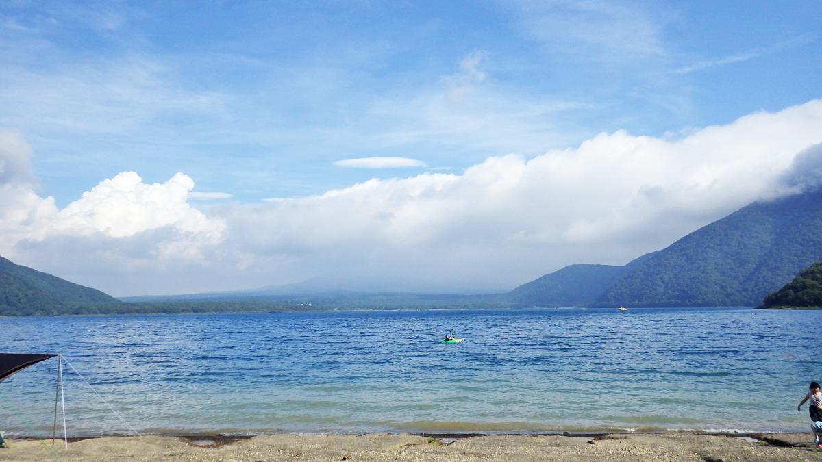 本栖湖湖岸、浩庵キャンプ場湖岸サイトからの眺め