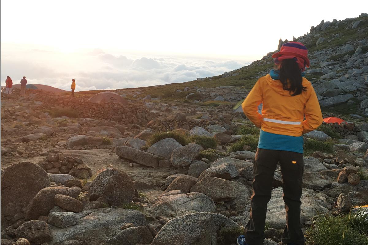 駒ヶ岳頂上山荘テン場の朝日