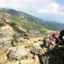 安達太良山山頂への岩場