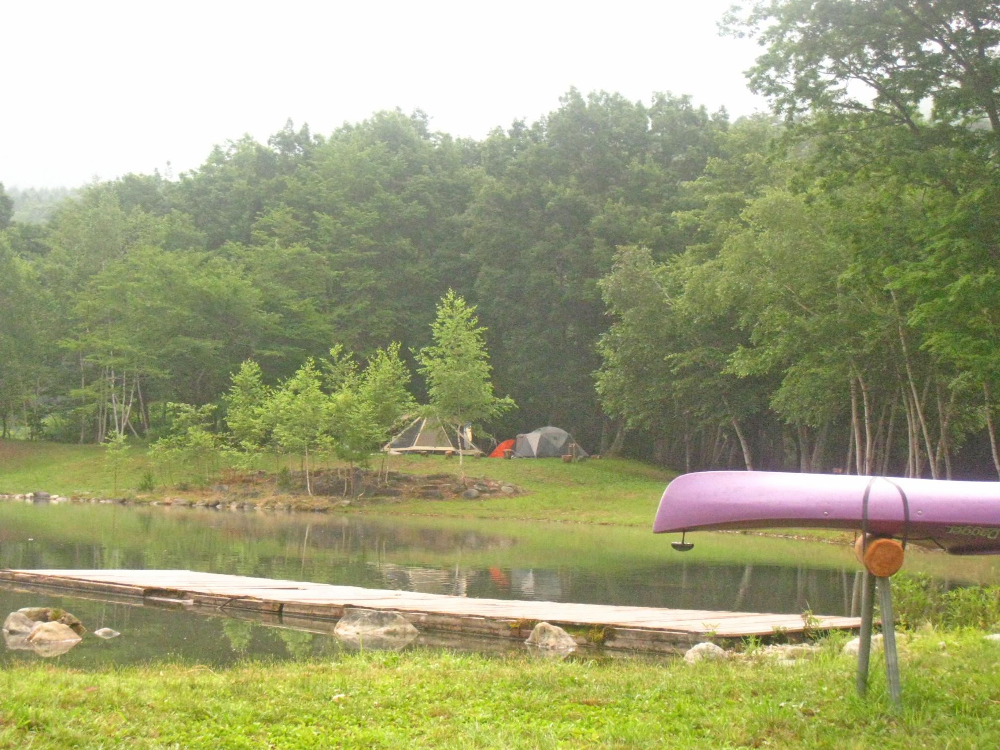 ワイルドフィールズおじか・池の桟橋とカヌー