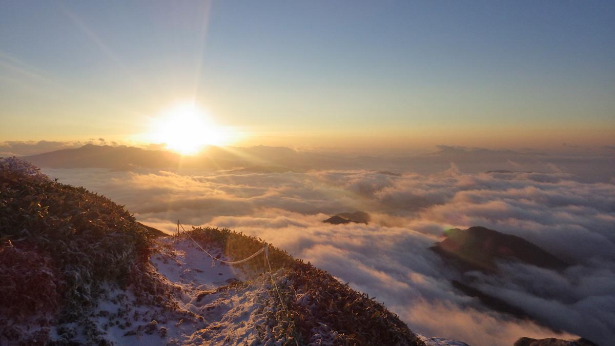 谷川岳から見た日の出