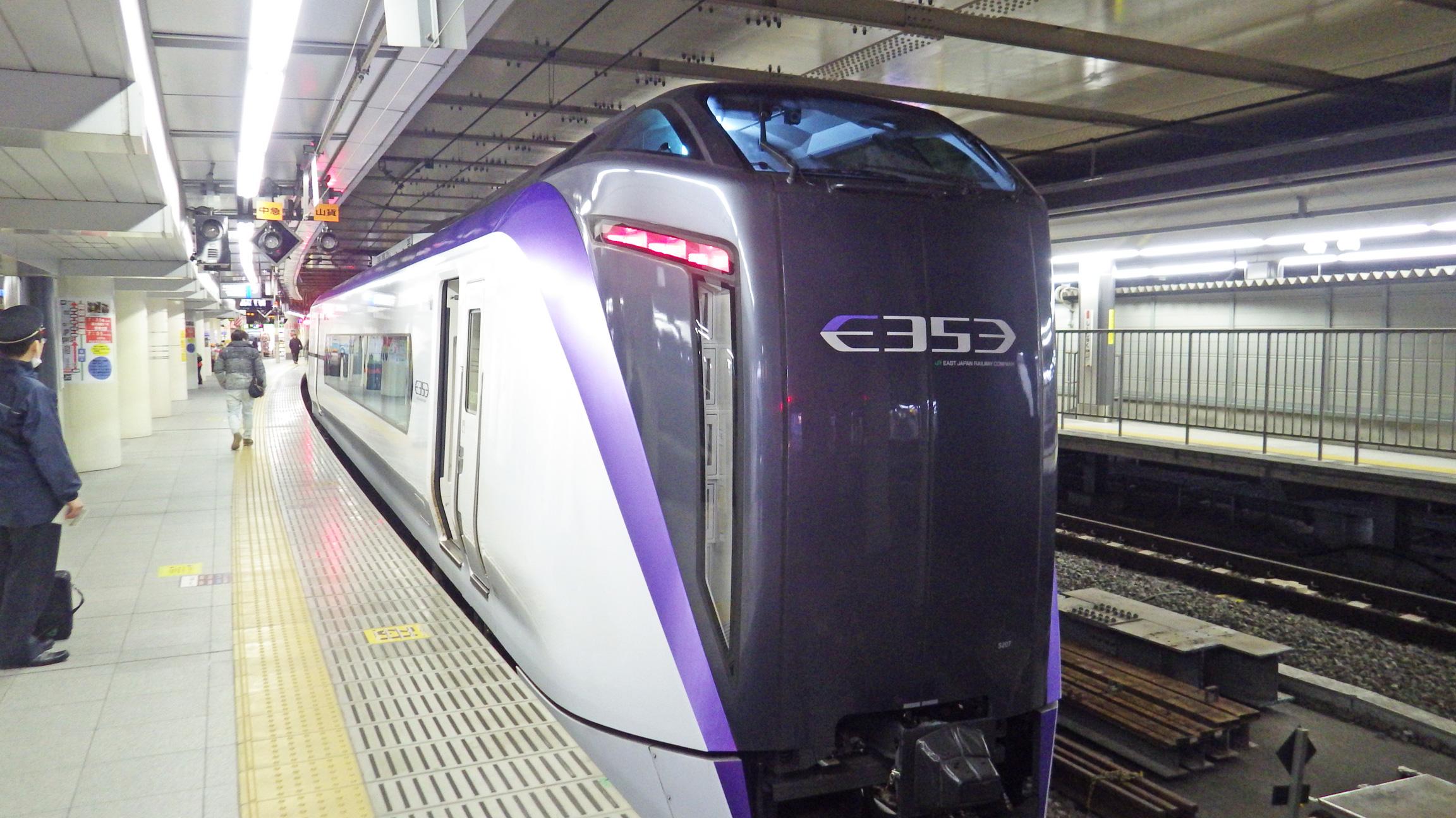 新宿駅7:30発あずさ3号南小谷行き