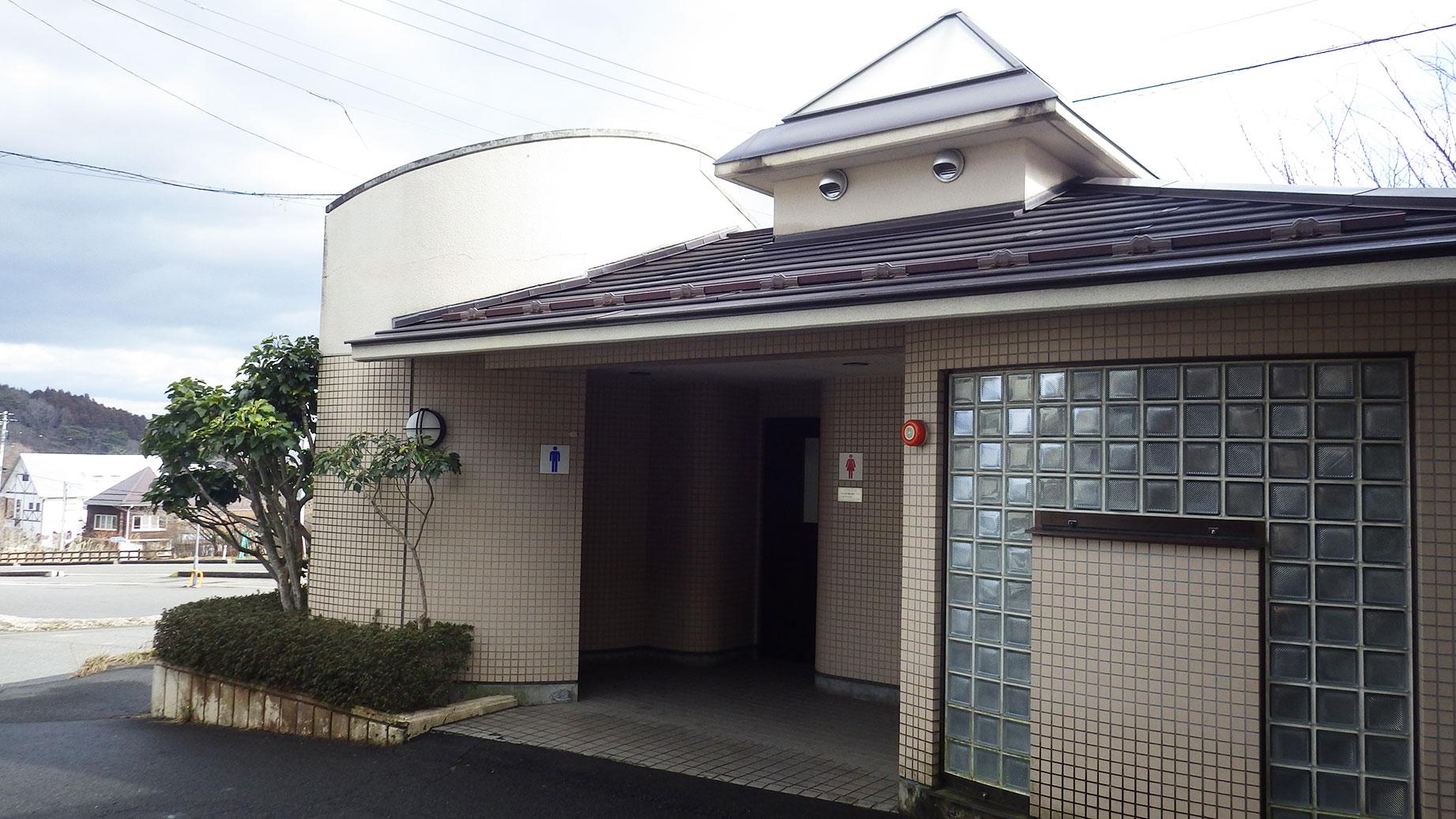 岳温泉バス停のトイレ