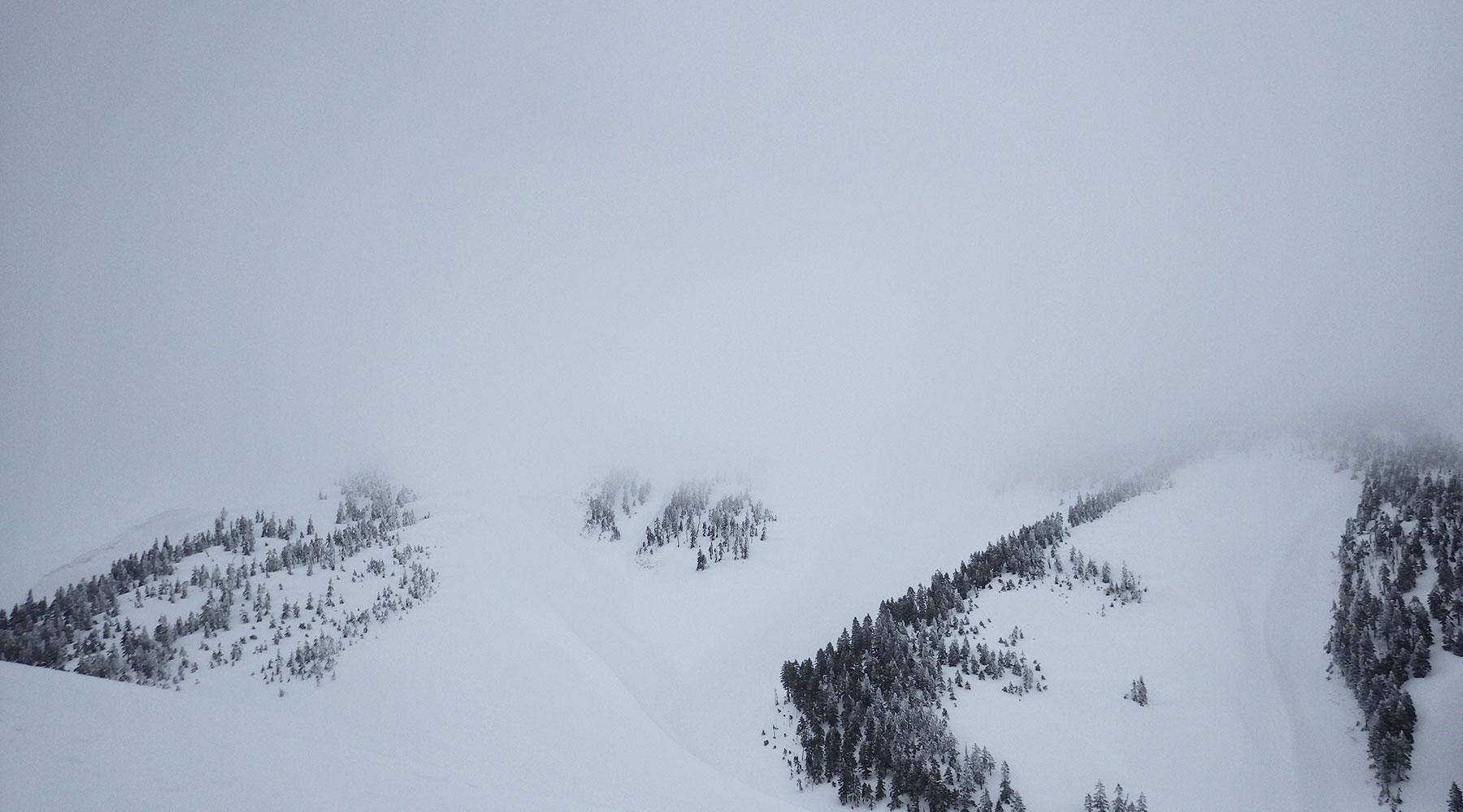 ニセ巻機山から見た巻機山山頂方面