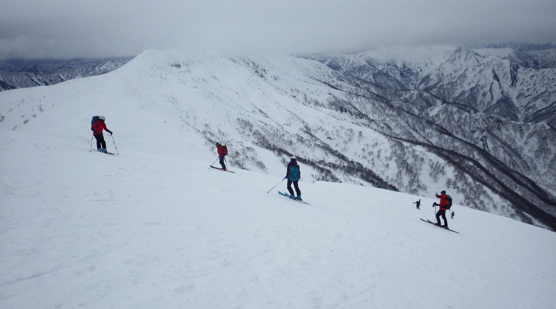 巻機山・山スキーの滑降