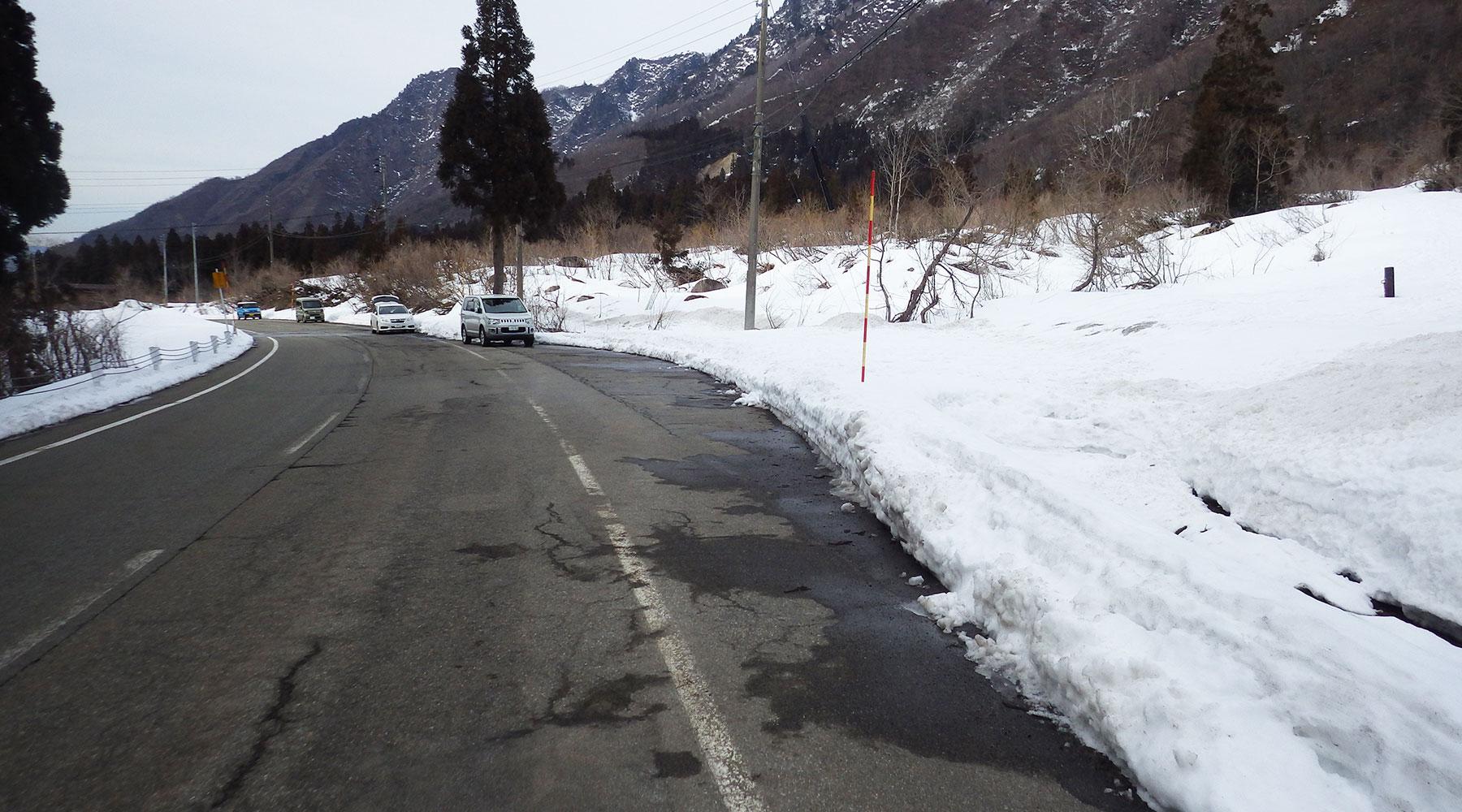 巻機山の冬期登山口・西谷後バス停