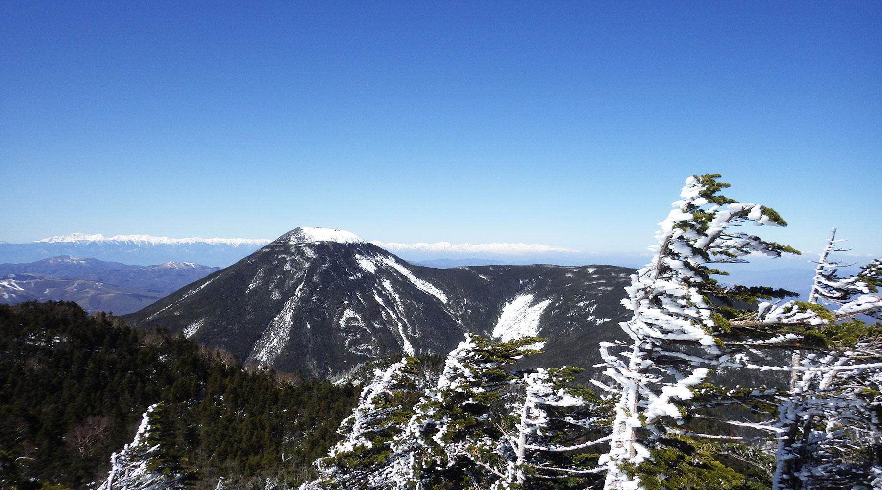北横岳北峰からの眺め