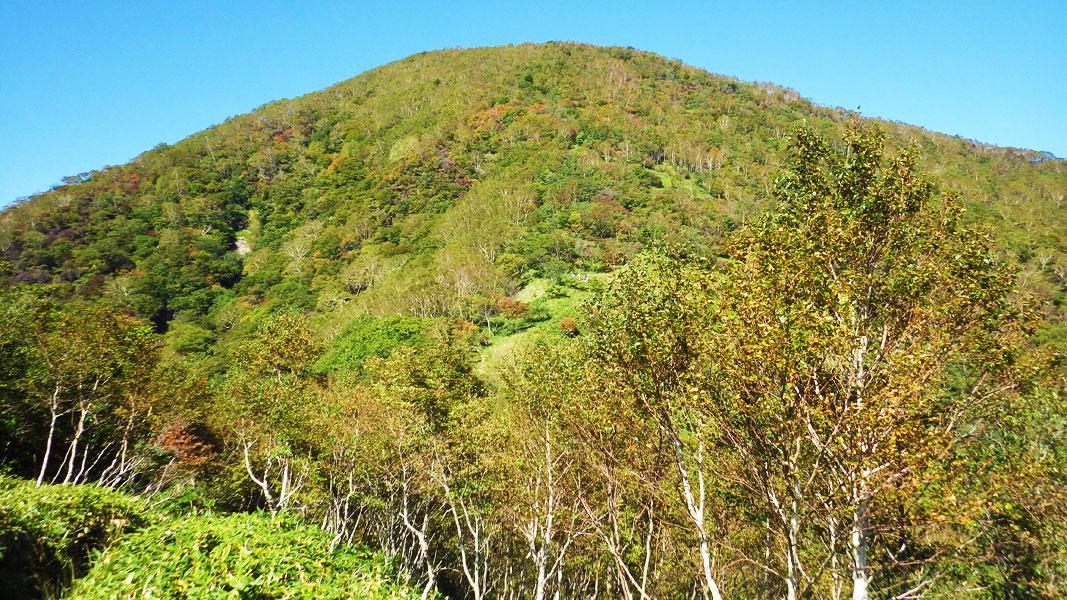 鞍部から見た黒檜山