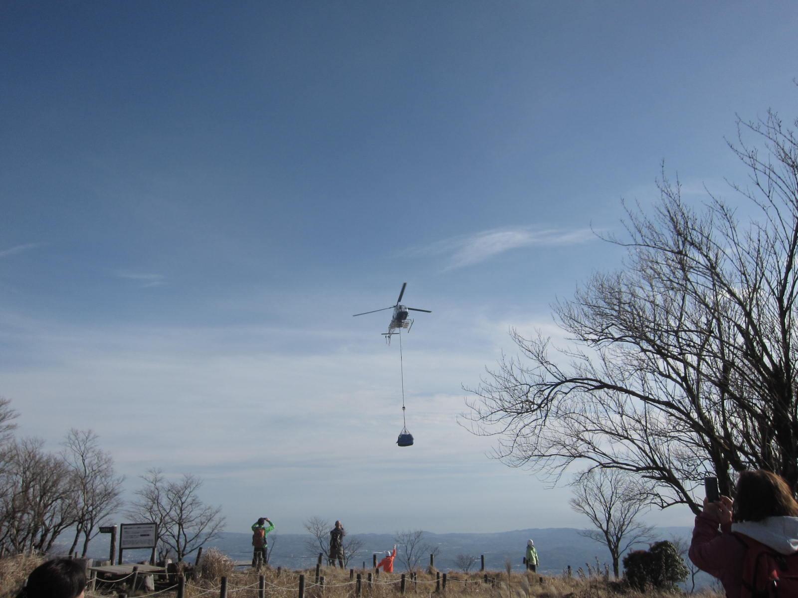鍋割山荘への空輸