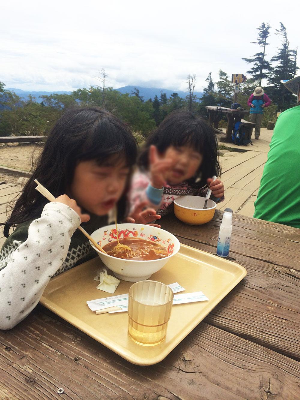 西穂山荘のラーメン