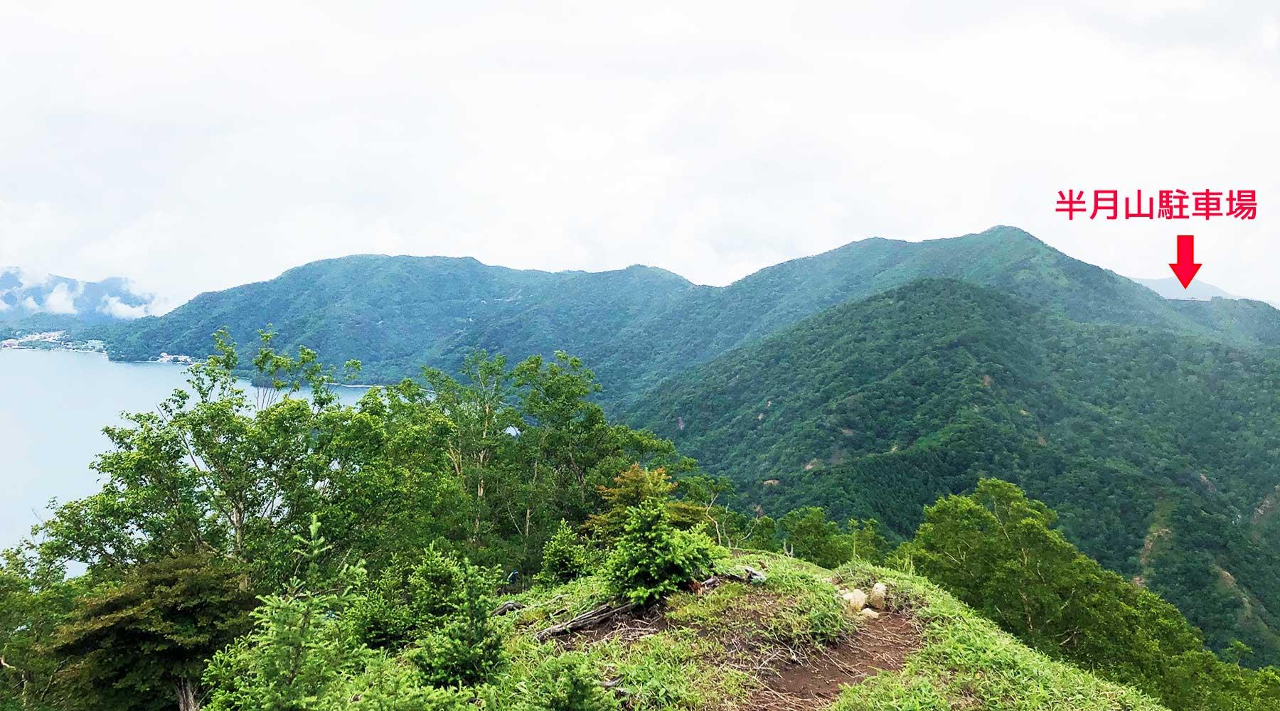社山から見た半月山