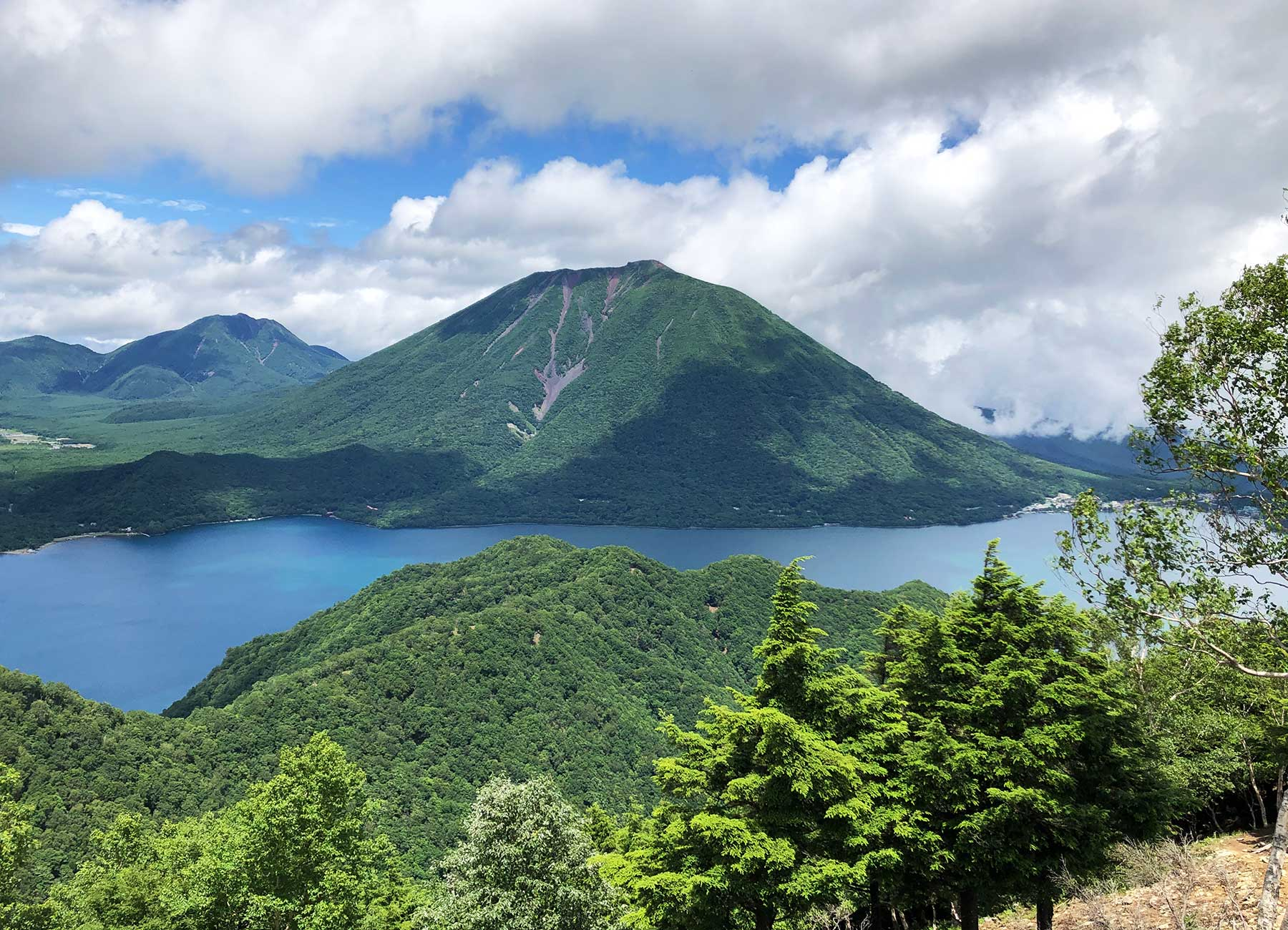 社山から見た中禅寺湖と男体山