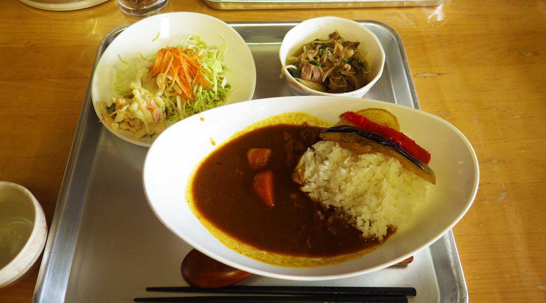 尾瀬温泉小屋の夕食、カレーライス