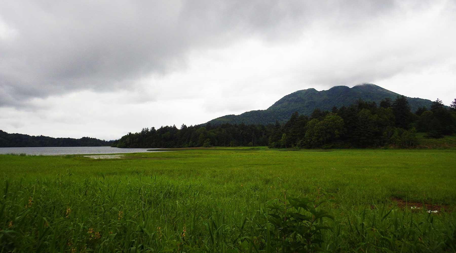 尾瀬沼から見た燧ヶ岳