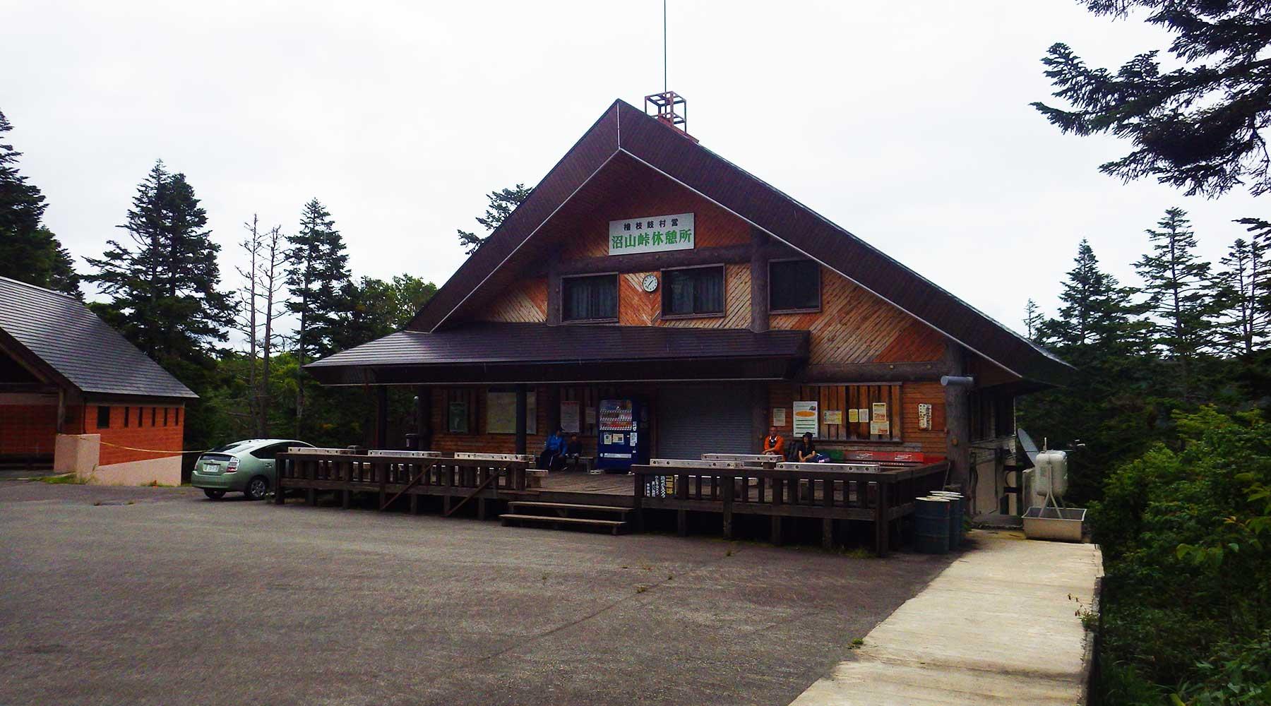 沼山峠休憩所とトイレ
