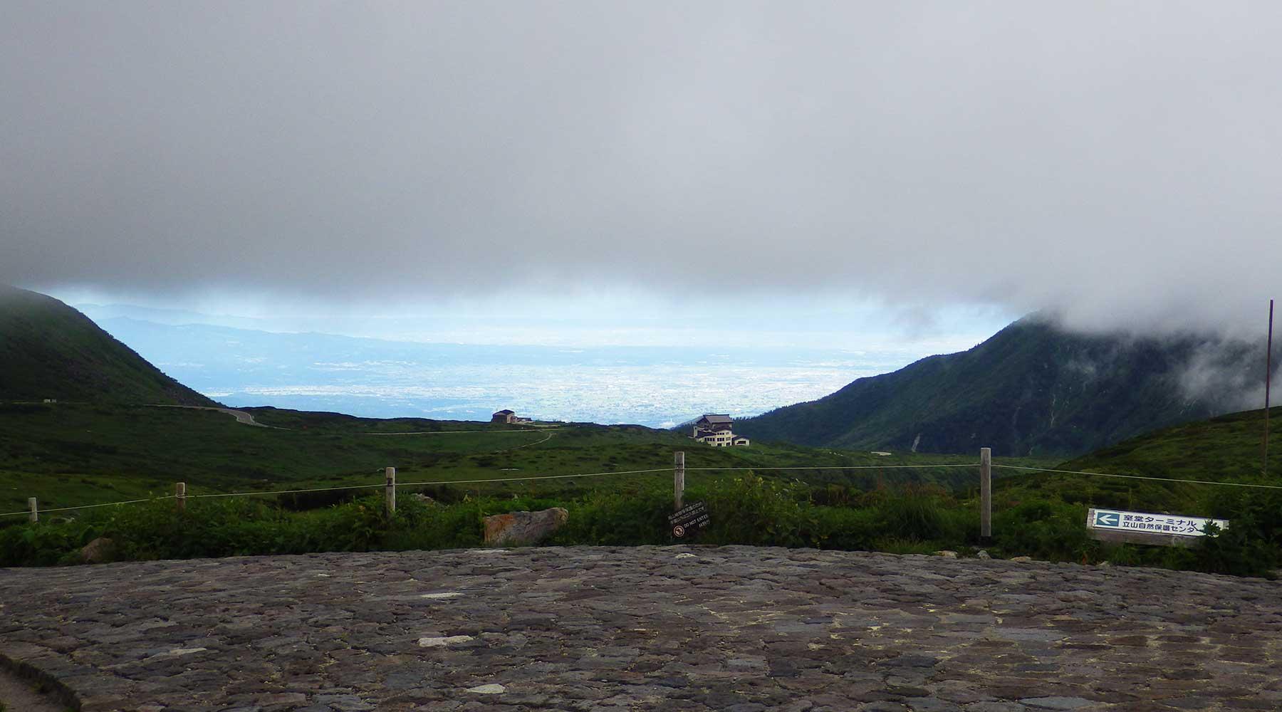 室堂から見た富山市方面