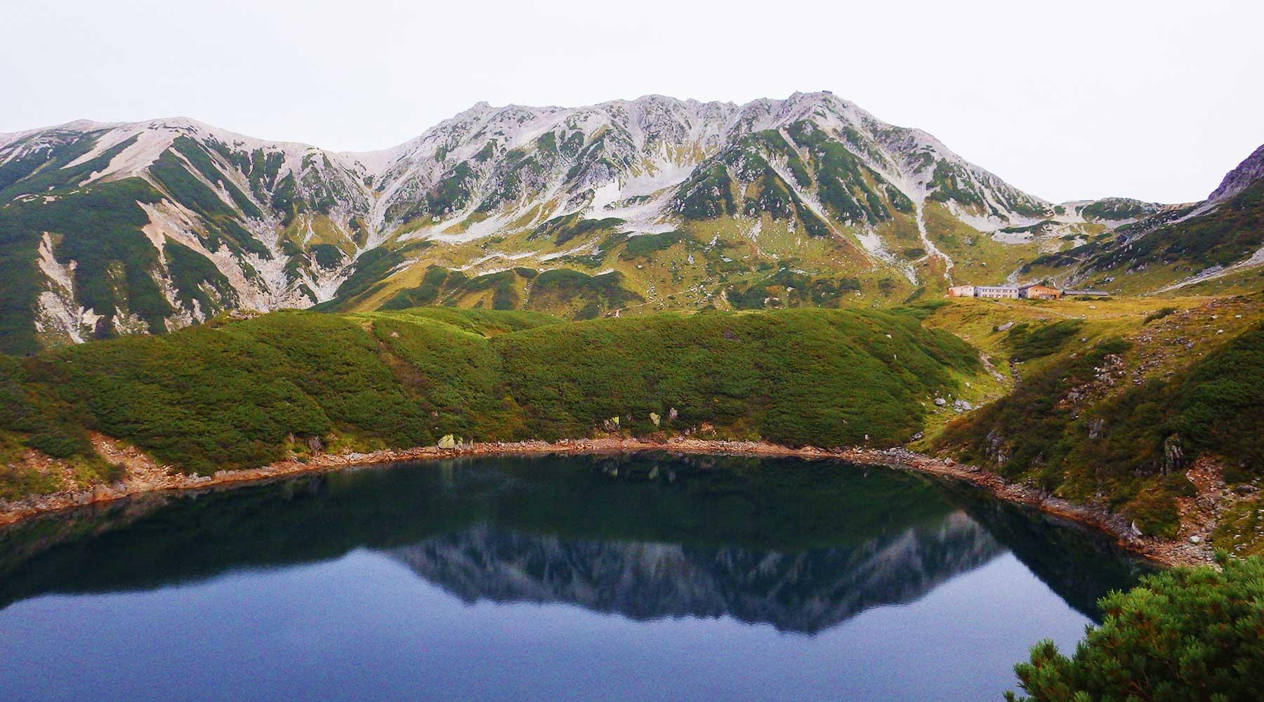 みくりが池から見た立山